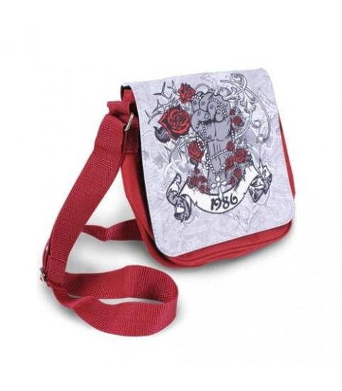 Photo sur sac à main rouge
