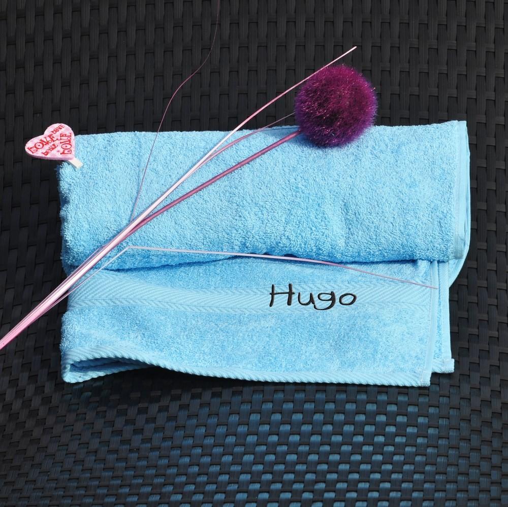 serviette brod e avec un pr nom couleur bleu ciel cadeau brod. Black Bedroom Furniture Sets. Home Design Ideas