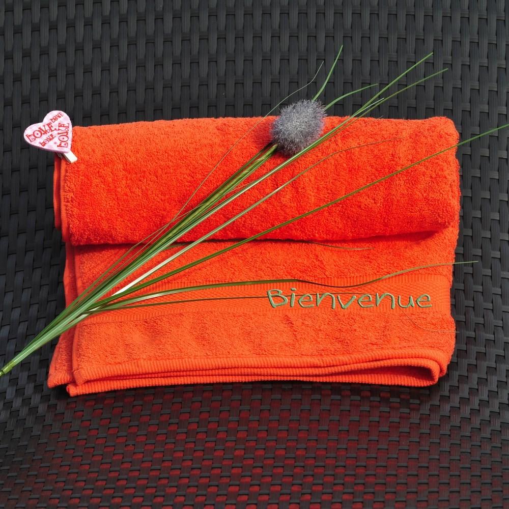 serviette brod e avec un pr nom couleur orange cadeau brod. Black Bedroom Furniture Sets. Home Design Ideas